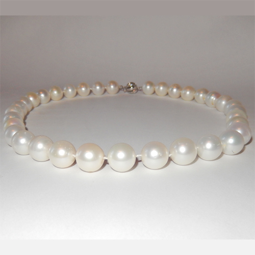 White South sea pearl necklace 11.47 to 12.59mm
