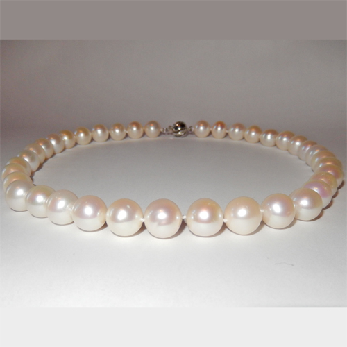White South sea pearl necklace 10.41 to 11.10mm