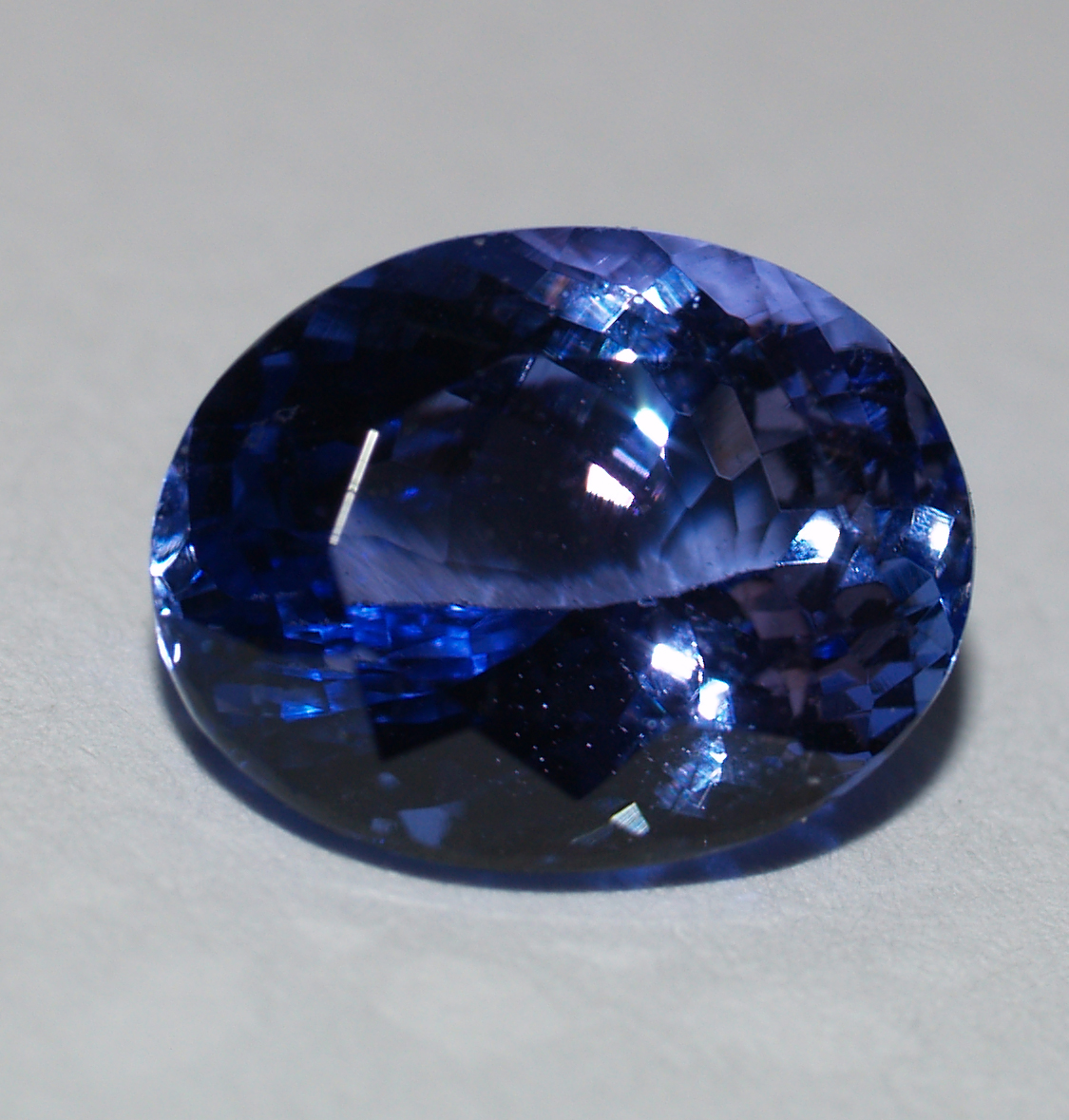 Tanzanite oval in Super Fine Grade with 2.18 Carat