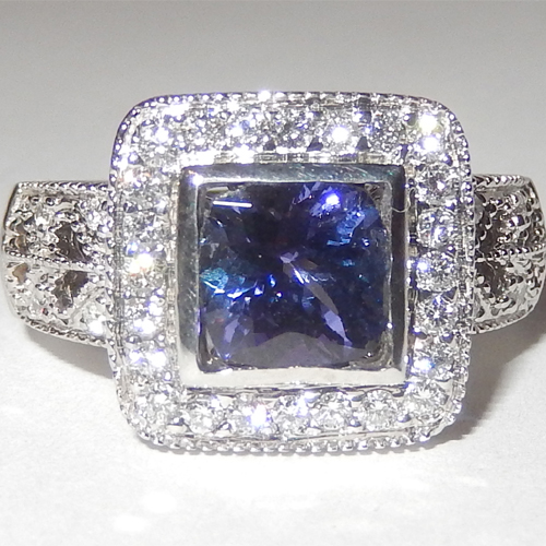 2.80 Carats Tanzanite VS Diamond Ring in 18k White Gold